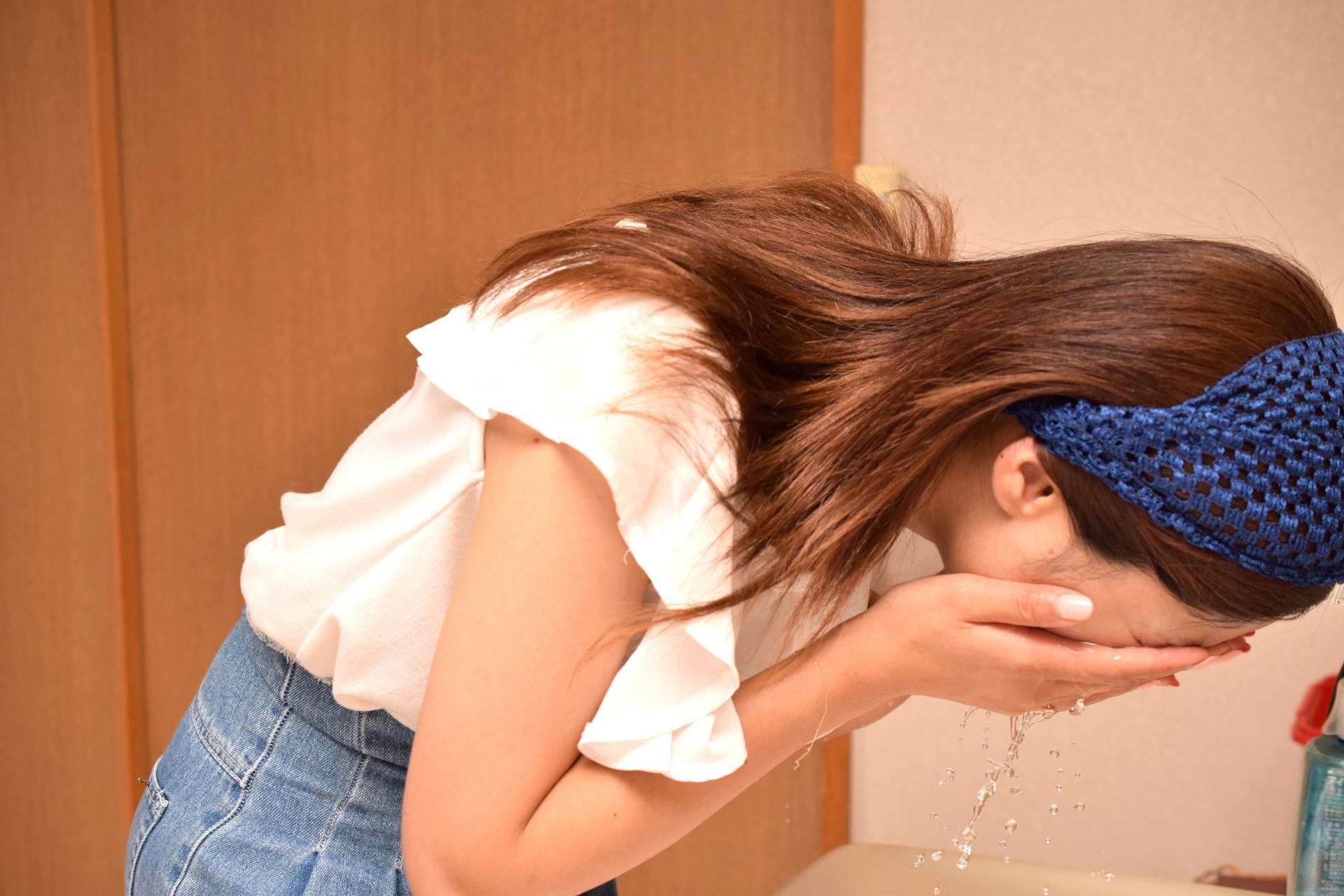 女子高生 洗顔